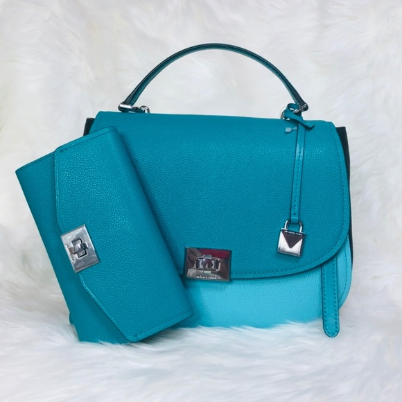 Michael Kors Handbags - Michael Kors Cassie Large TH Satchel Wallet Set